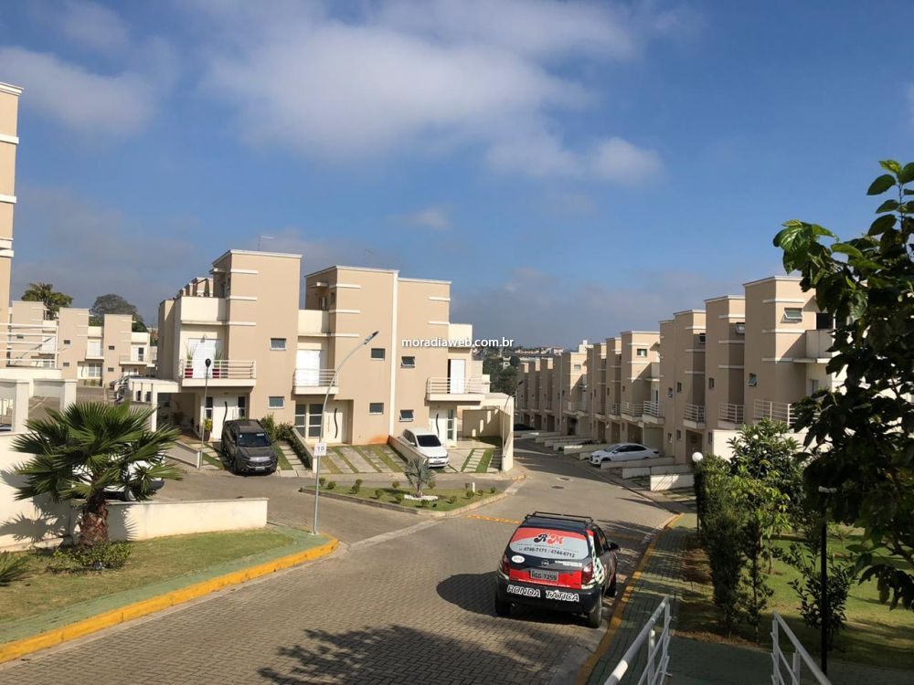 Casa em Condomínio Parque Santa Rosa 3 dormitorios 3 banheiros 2 vagas na garagem